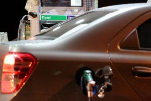 Segundo Eduardo Tomanik, o etanol é melhor para quem deseja mais potência, enquanto que a gasolina é mais econômica |Foto: Photo credit: Agência Brasília via VisualHunt.com / CC BY