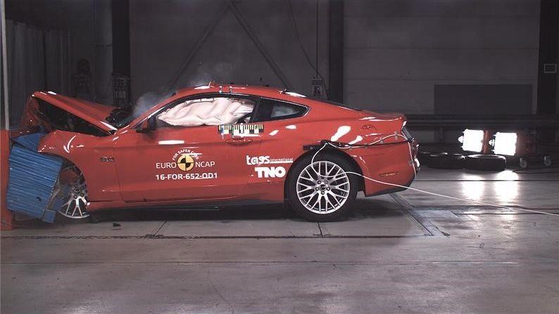 Ford Mustang decepciona e só consegue duas estrelas em crash test