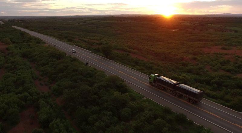 Caminhão Actros 2646 da Mercedes protagoniza documentário que retrata a vida nas estradas
