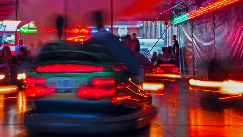 Celular ao volante: Entenda na prática o que isso pode causar