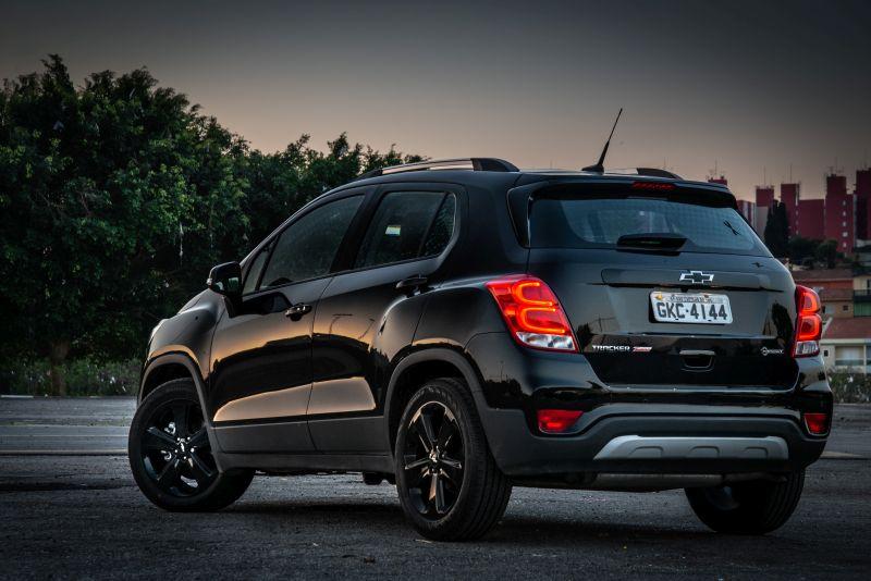 Dodge Dart Aero >> Chevrolet Tracker Midnight chega às concessionárias em ...