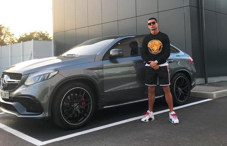 Cristiano Ronaldo ostenta Mercedes-Benz no Instagram