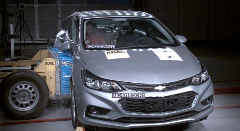 Chevrolet Cruze conquista quatro estrelas em testes de segurança do Latin NCAP