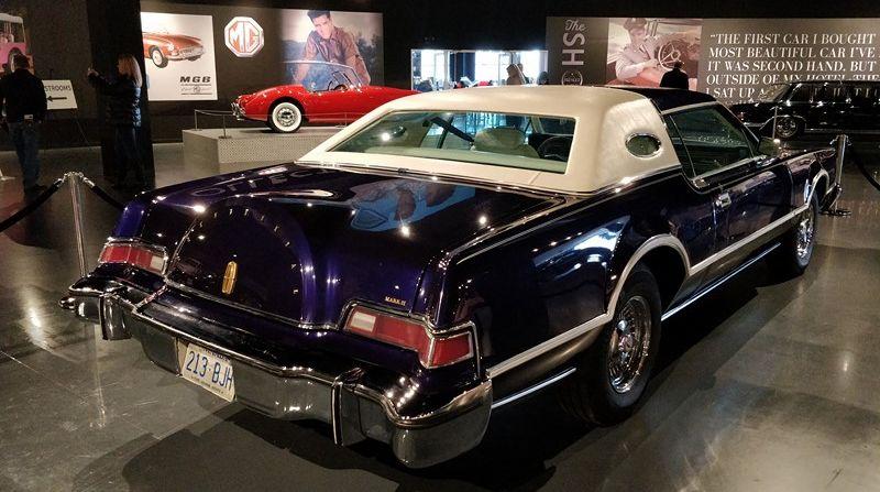 Elvis não morreu: confira a fantástica coleção de carros e motos do Rei do Rock