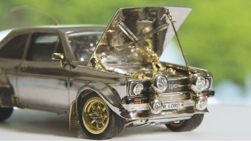 Ford Escort: miniatura de ouro e diamantes é leiloada na Europa