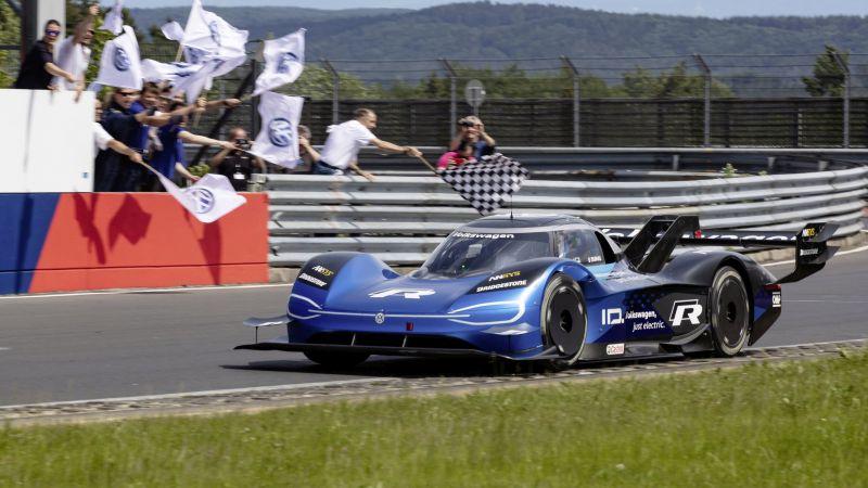 Carro elétrico de corrida da VW quebra recorde em Nürburgring