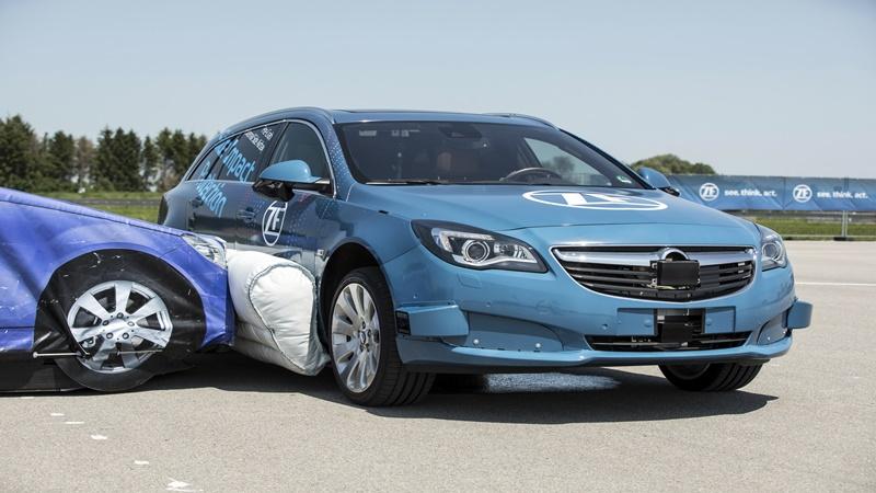 Empresa anuncia airbag lateral externo para prevenir colisões