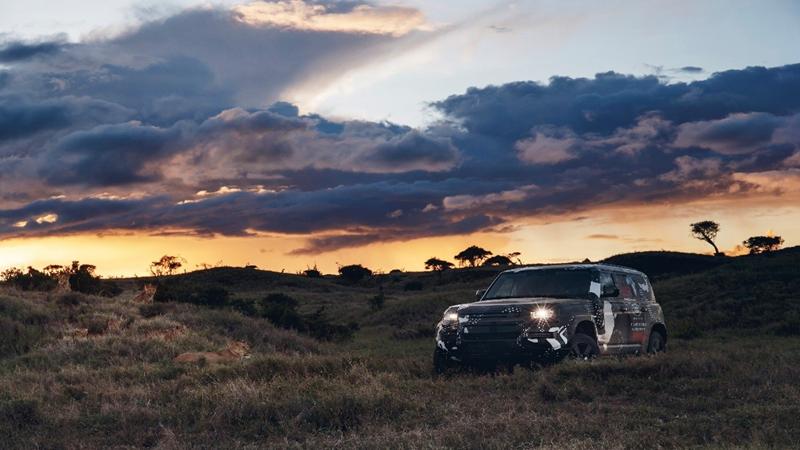 Land Rover testa novo Defender no Quênia