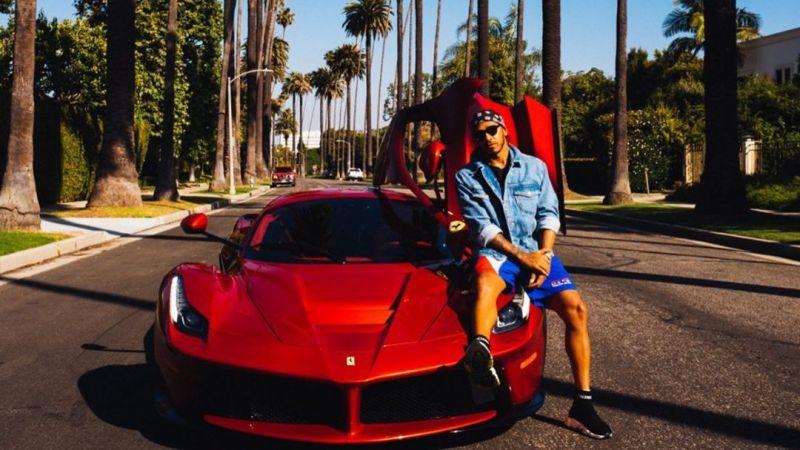 Lewis Hamilton mostra carrões de sua garagem: veja as máquinas dos famosos