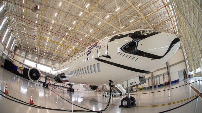 Latam transforma Boeing 777 em personagem da franquia Star Wars