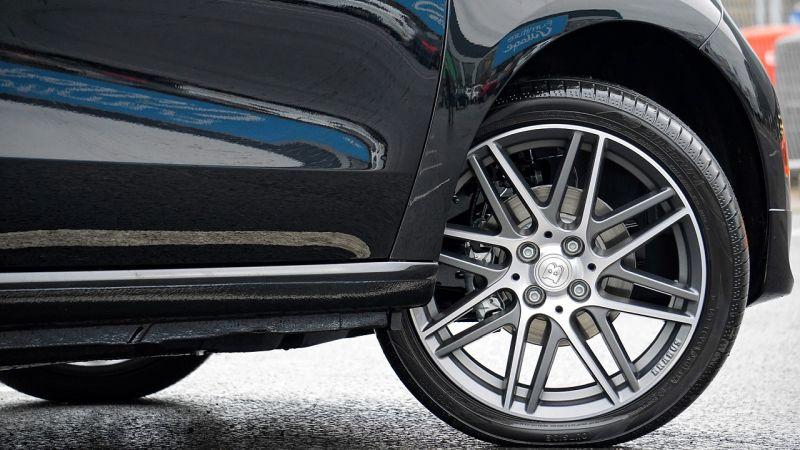 Como funciona, durabilidade e vantagens: entenda os pneus run flat