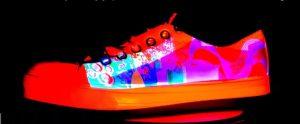 Tinta aplicada em tênis mostra como as cores ficam   Divulgação