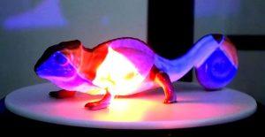 Teste foi feito em camaleão de brinquedo para demonstrar como é a absorção das cores   Divulgação