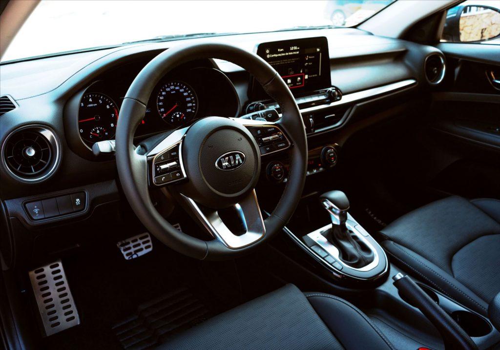 Kia Cerato 2022 faz frente a Corolla e Civic? Veja preços e equipamentos