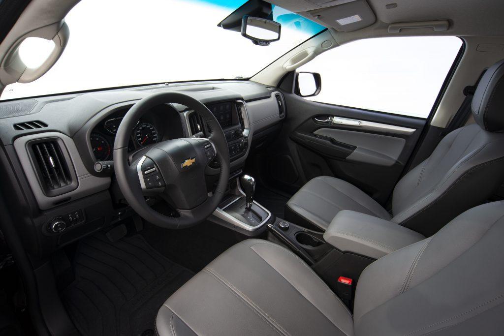 Chevrolet S10 LTZ e Toyota Hilux SRV