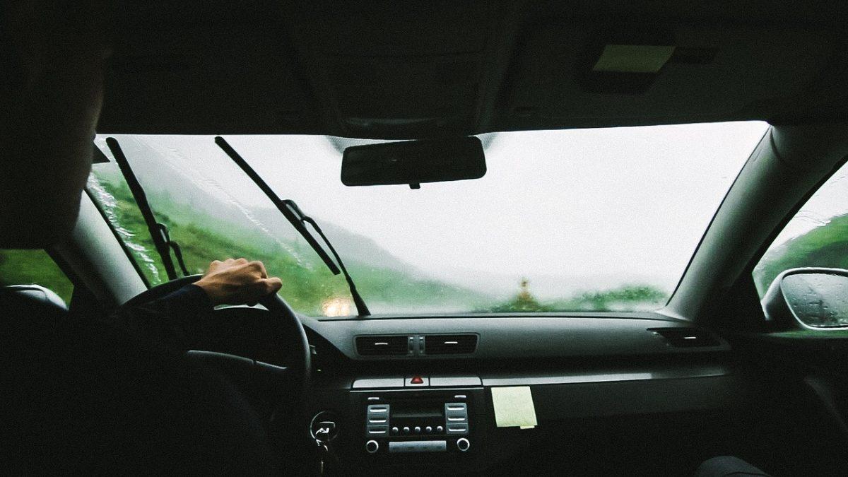atenção com os cuidados básicos com o carros para pegar a estrada depois do feriado prolongado