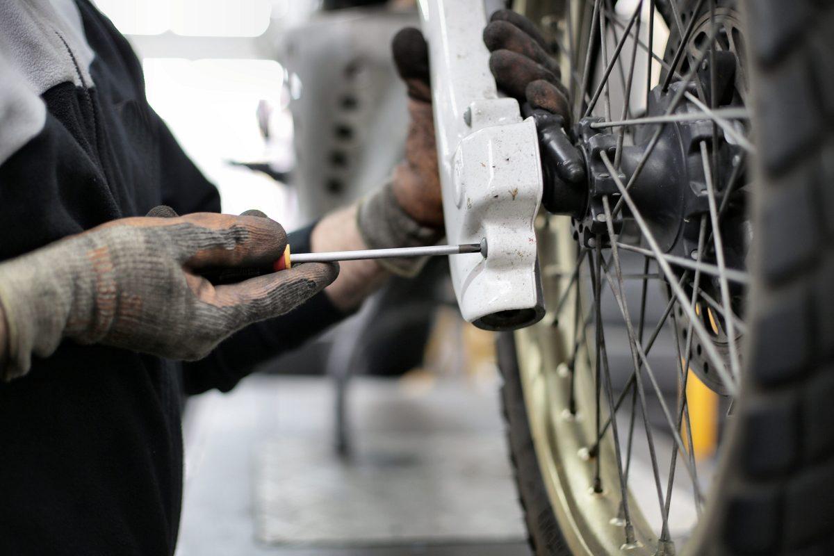 Troca dos pneus da moto