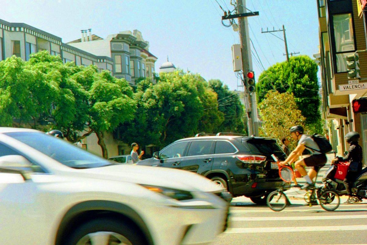 Carro, transporte por aplicativo ou bike elétrica