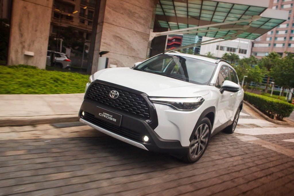 Toyota Corolla Cross ve logo atrás do Jeep compass entre os SUVs mais vendidos em agosto
