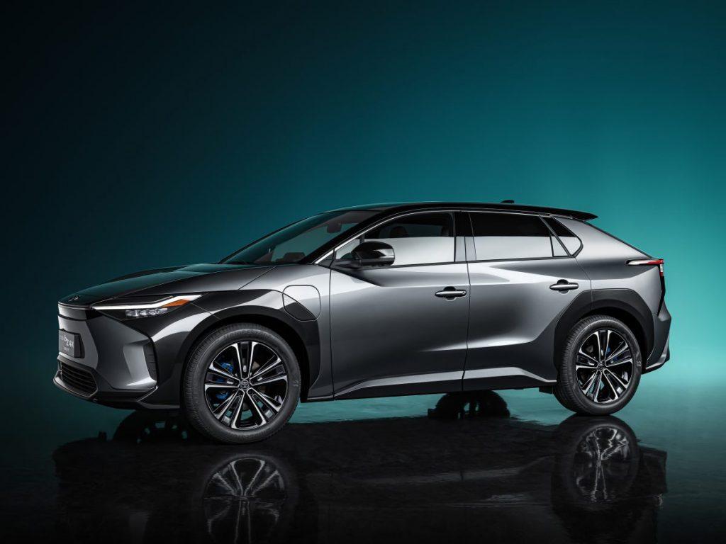 O protótipo bZ4X já usará a nova bateria de carros elétricos da Toyota
