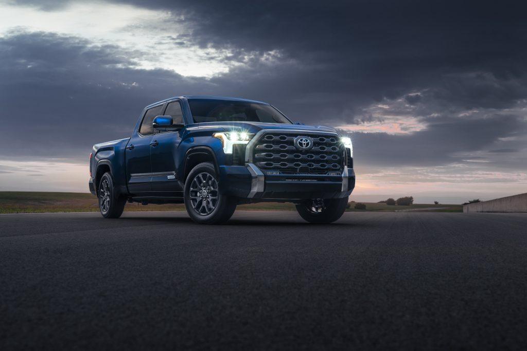 """Toyota Tundra tem telas de 8"""" e 12"""""""