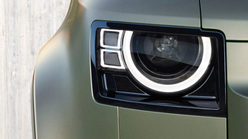 Conjunto óptico do Land Rover Defender 90 é em led, e ao todo, são quatro as opções de cor para a carroceria