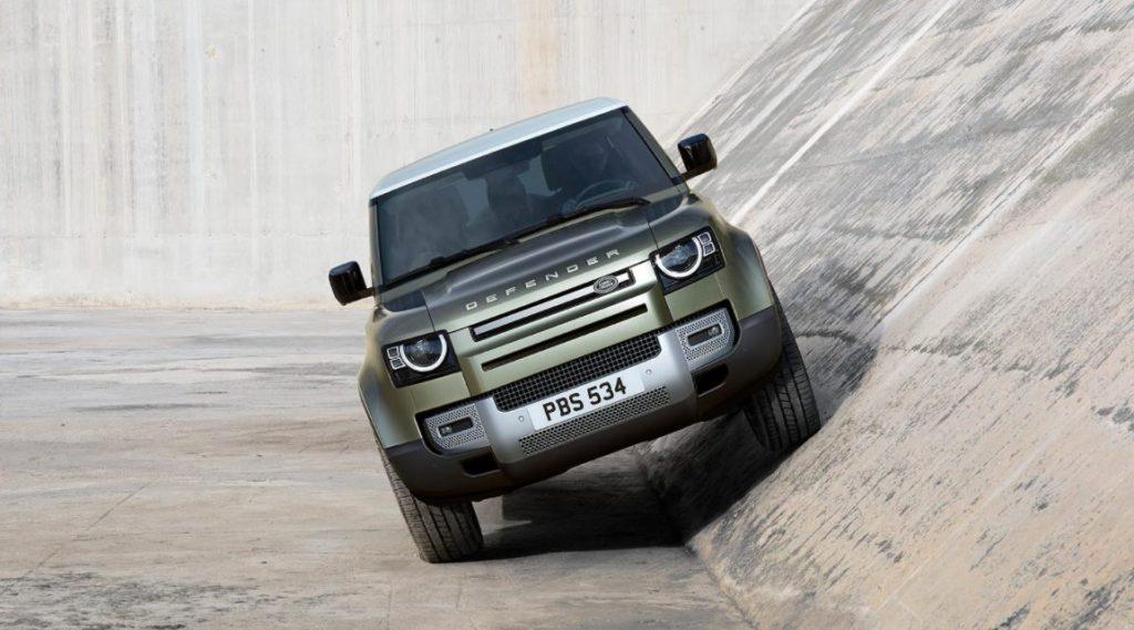 Land Rover Defender 90 SE tem 291 mm de altura do solo