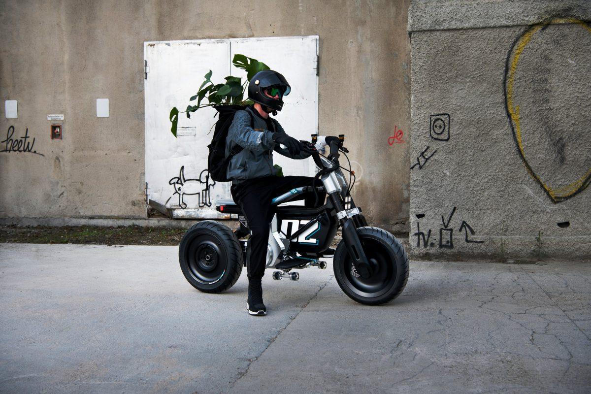 BMW apresenta moto conceito no salão de munique 2021
