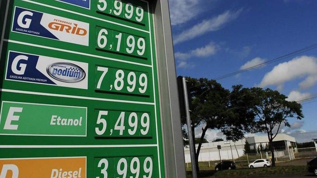 Gasolina cara e baixo consumo das motocicletas são fatores pela alta na intenção dos brasileiros em comprar motos