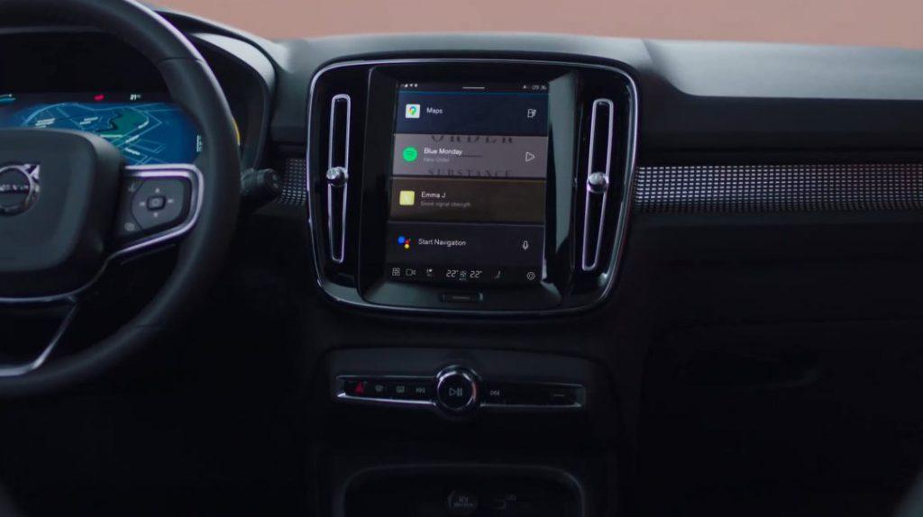 Carregamento sem fios de smartphone no Volvo XC40 2022 elétrico