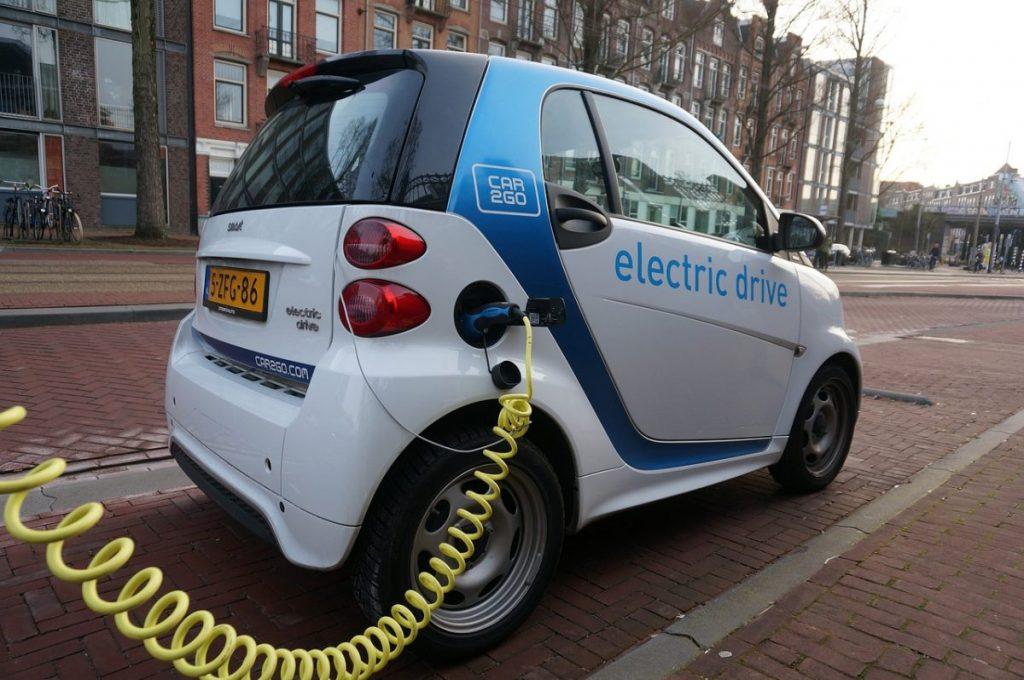 veja como aproveitar a eficiência dos carros elétricos e híbridos