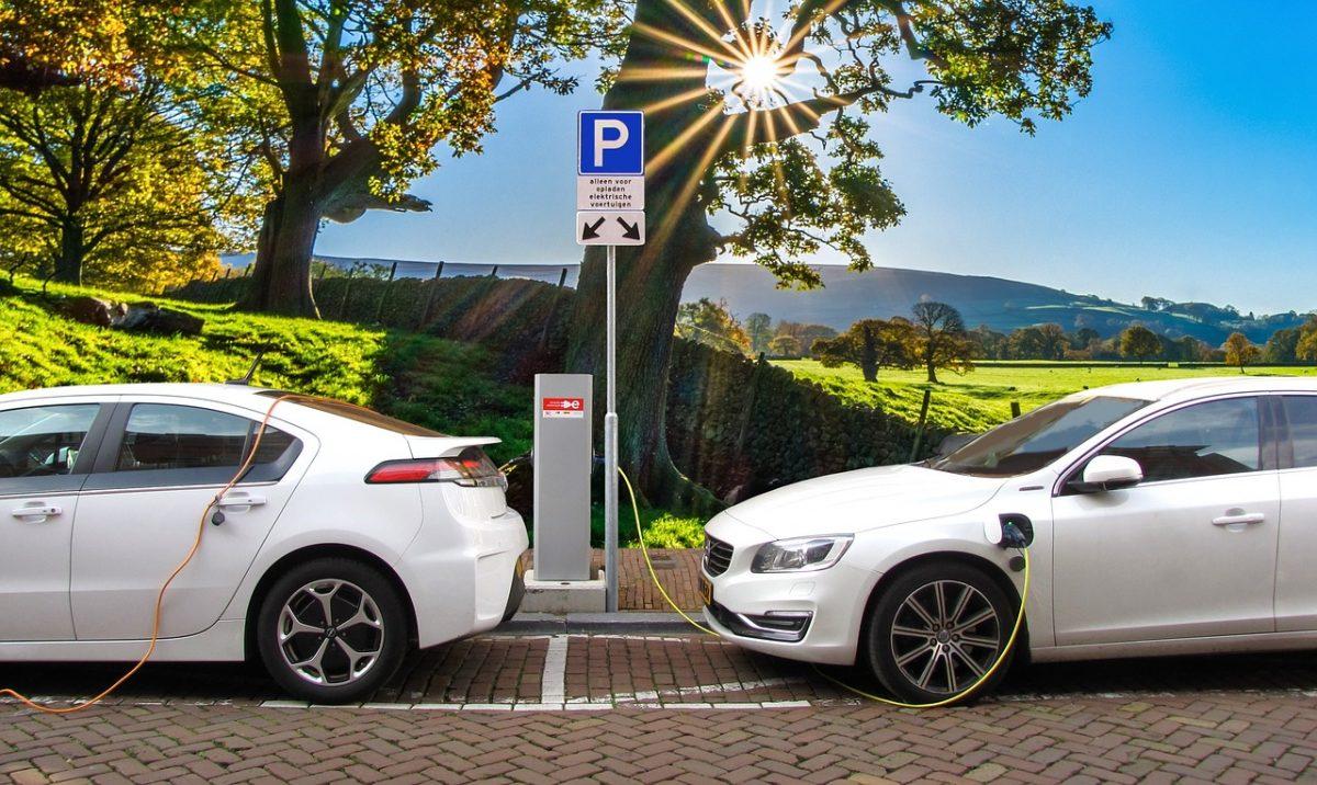 Carros híbridos e elétricos atingiram 3,4% em participação no mercado em agosto