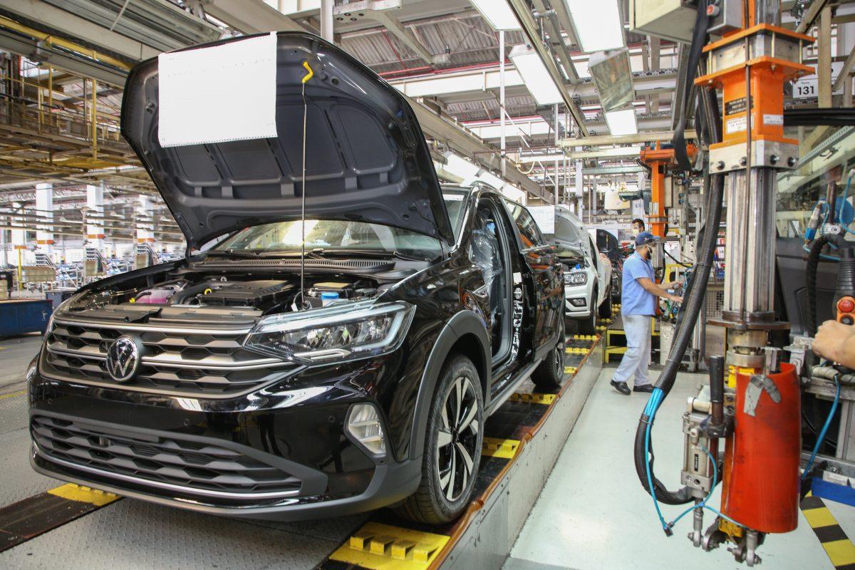 Produção de veículos em agosto é a pior do mês nos últimos 18 anos