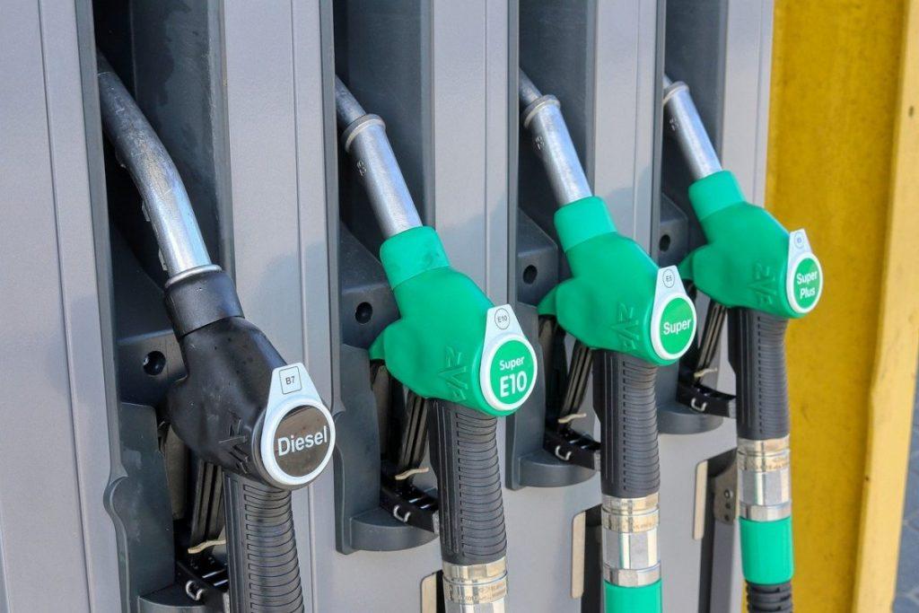 Diesel fica mais caro e em algumas regiões do país o valor é de R$ 5,746