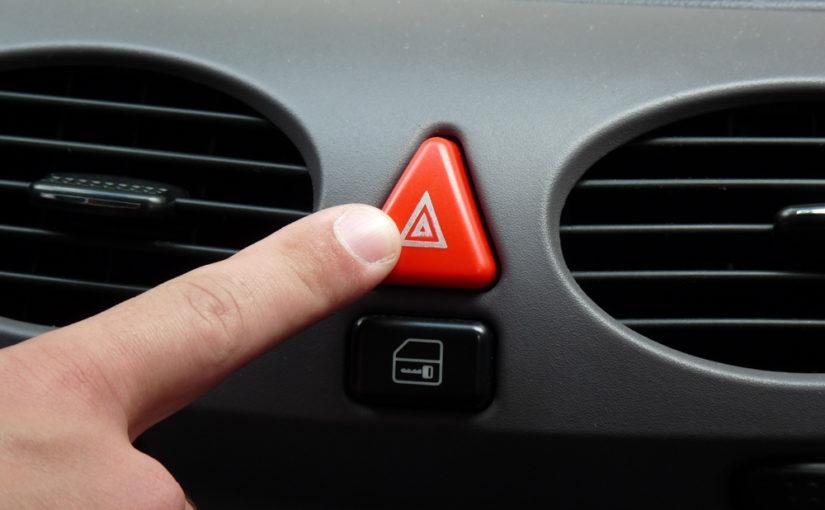 Pisca alerta do carro, saiba como usar