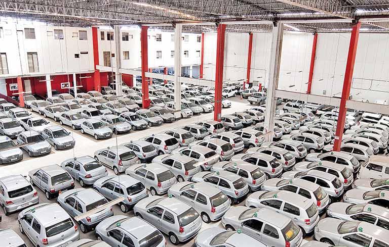 o setor locação de carros também sofreu as consequências da alta dos valores dos combustíveis