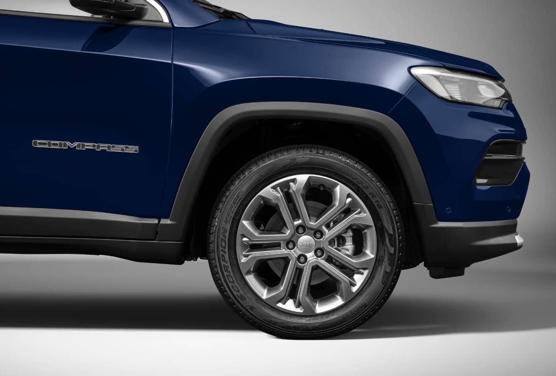 Jeep Compass 2022 tem nove versões disponíveis no Brasil