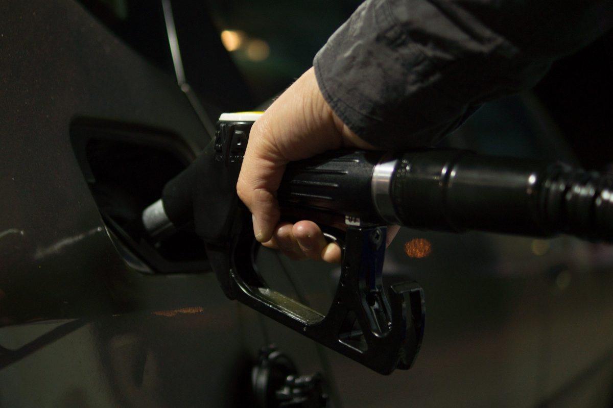 alta dos combustíveis é fator que traz problema aos motoristas do Uber e do 99