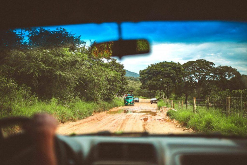 veja as dicas Segurança e Conservação do Carro ao dirigir em estrada de terra