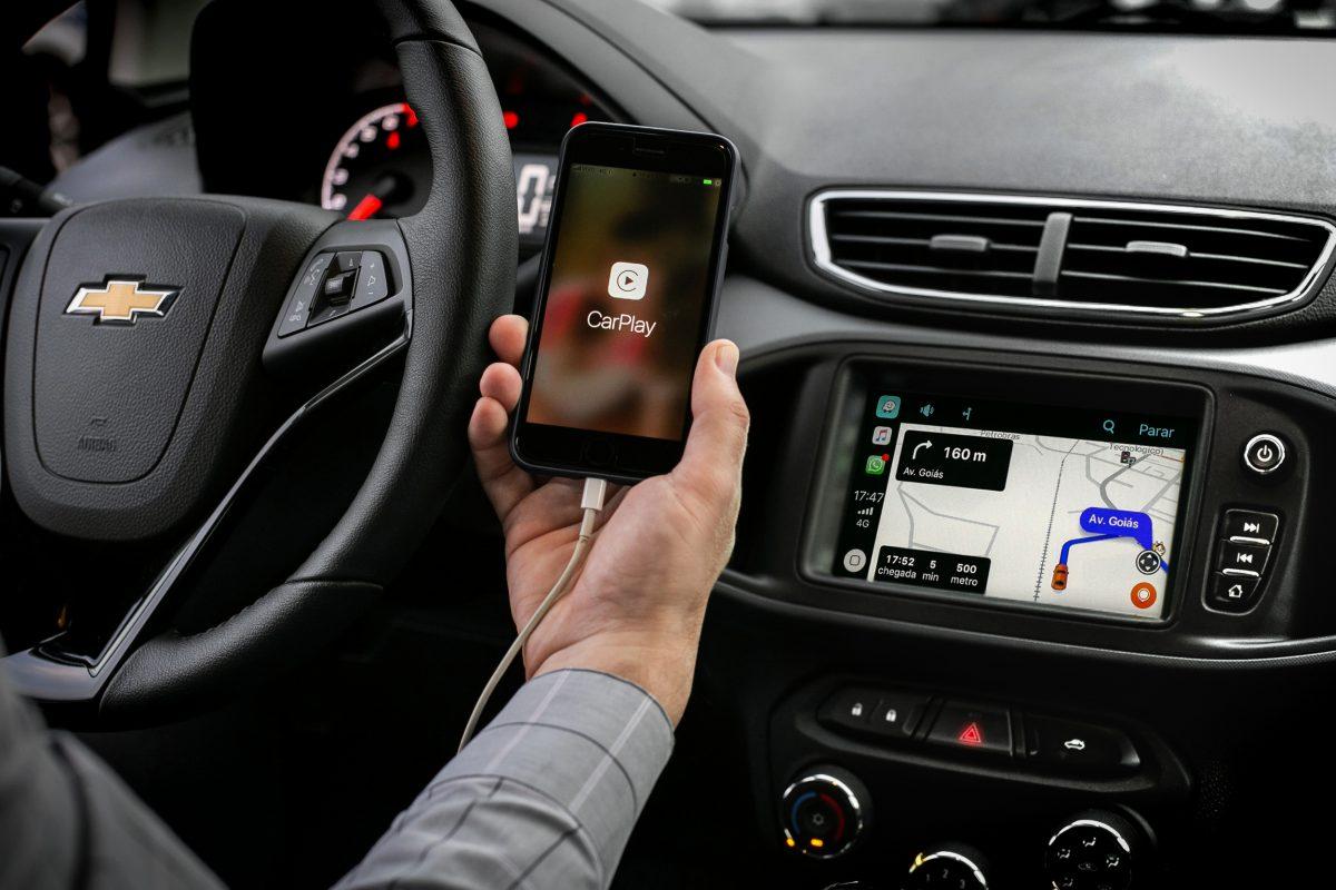 uso do iPhone em carros