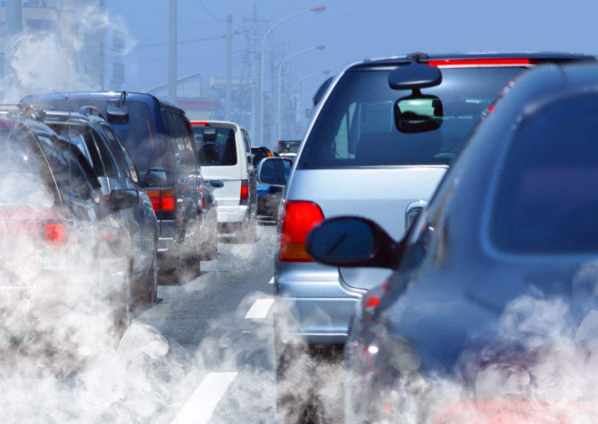 Fumaça no escapamento do carro? Aprenda a identificar o problema