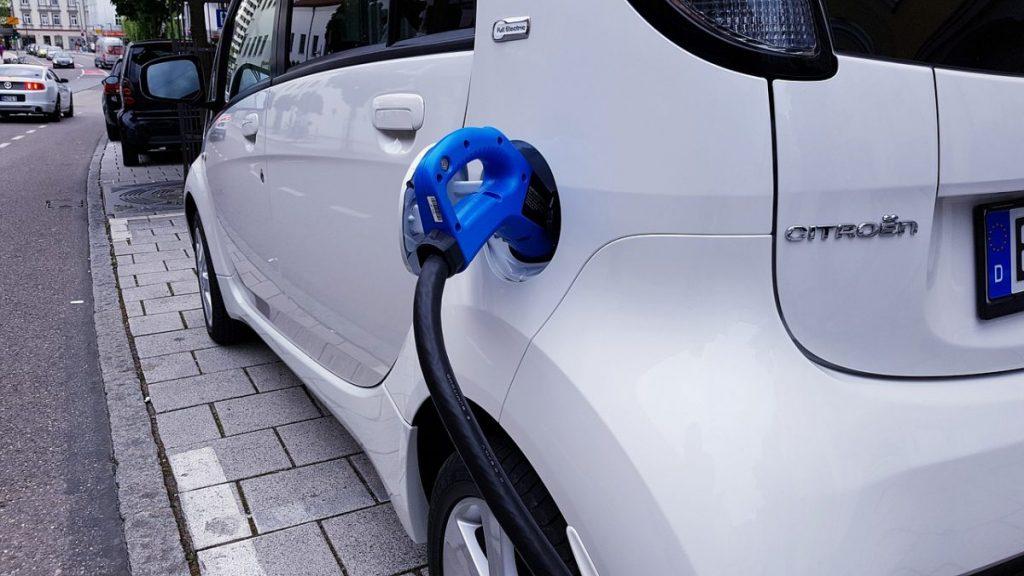 Condomínios brasileiros não possuem estrutura para carros elétricos